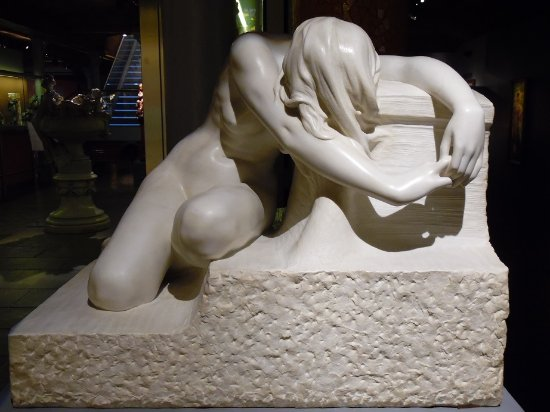 Museum of Modernism: statue