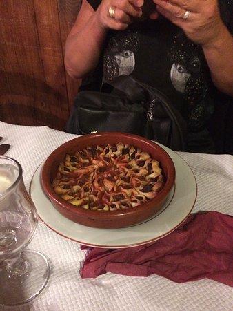 Phenicia: Hemos ido con unos amigos . Los platos son deliciosos y muy típicos . La atención y el ambiente