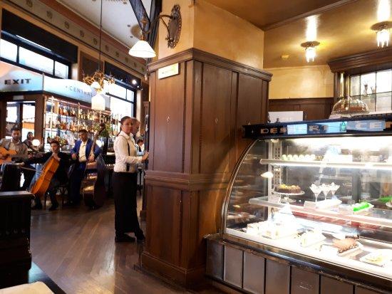 Centrál Kávéház és Étterem: Locale e dolci