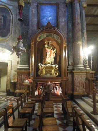Église collégiale du naufrage de saint Paul : Altar to St Paul