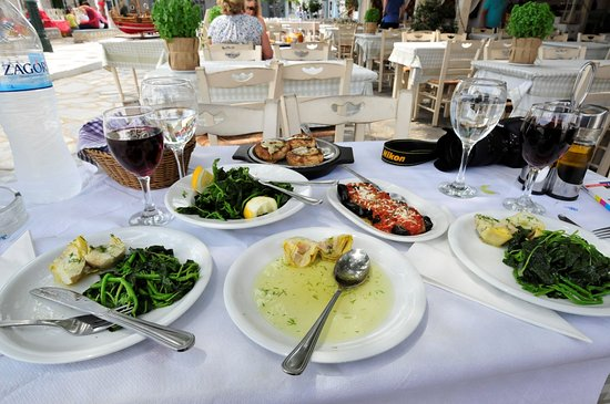 Vangelis Taverna : 50 euros for 4 dishes, 2 glasses of wine, bottle of water and 2 free ouzo. Not cheap but ok