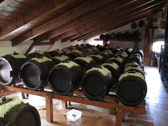 Cavriago, Italia: barrels from larger to small
