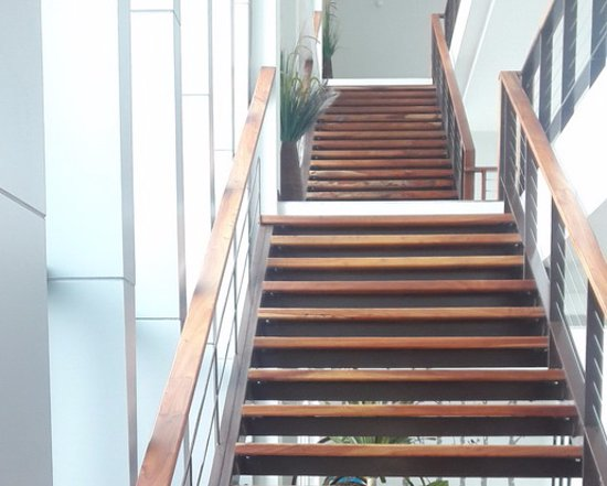Socool Grand Hotel: modern design and wide stairs in Nang Rong
