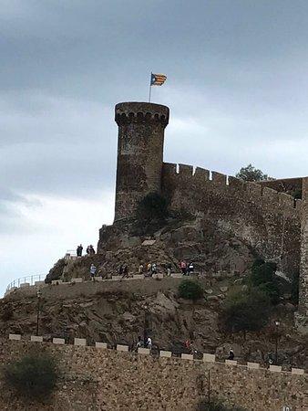 Premier Gran Hotel Reymar & Spa: До древней крепости 15 минут пешком.