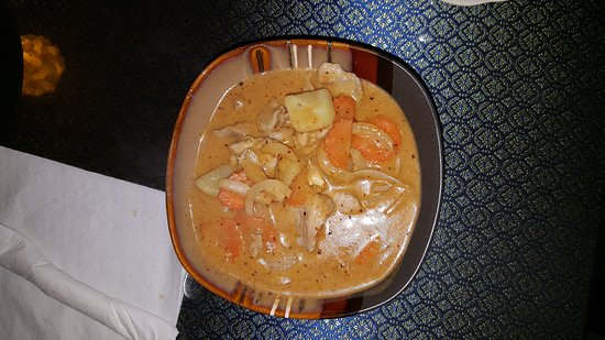 Starke, FL: Thom kha shrim soup, massaman and pineapple curry