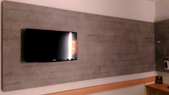 Le Petit Quevilly, France: TV dans la chambre