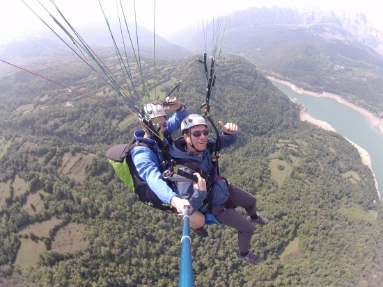 Tramacastilla de Tena, Spain: Vuelo en parapente en Panticosa con Tena Park