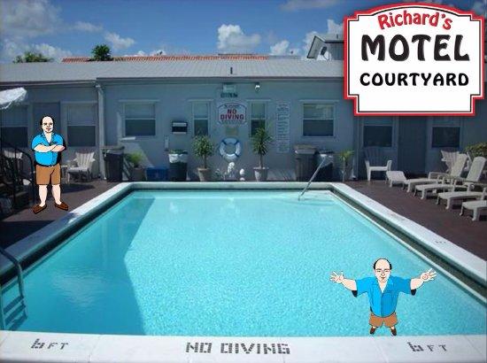 Richard's Motel Courtyard : Richard Enjoys his Little Tropical Oasis... so will YOU