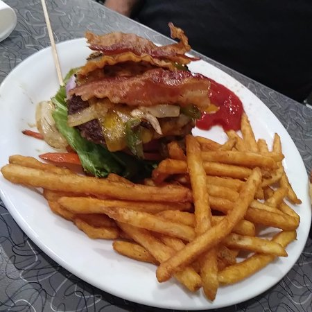 Christiansburg, VA: Bourbon Burger was to have 4 slices of bacon and it had 2 - was very good