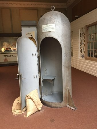Southend Central Museum : Bomb shelter.
