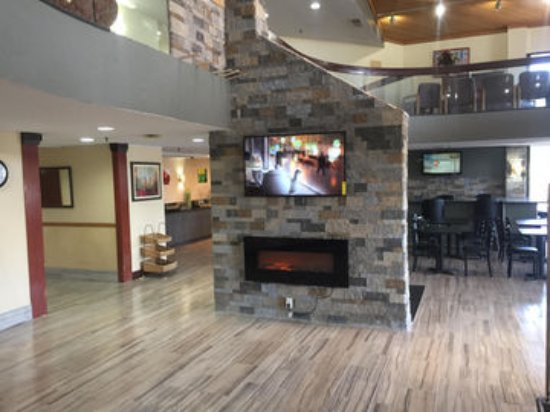 Miamisburg, OH: Newly Renovated Lobby