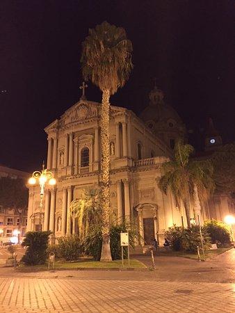 Barcellona Pozzo di Gotto, อิตาลี: Basilica vista dalla piazza