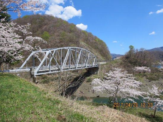 Ono, Japan: 鉄橋と桜です。