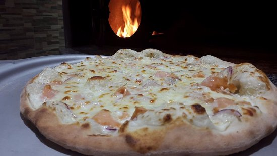 Etival-Clairefontaine, Prancis: Pizza Salmone