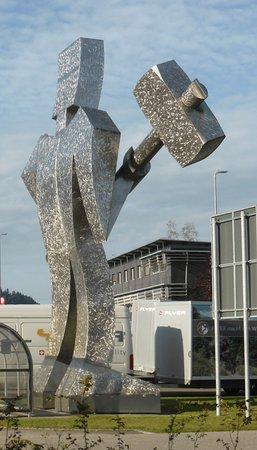 Huttwil, Suíça: Markantes Symbol von Biketec AG an der Hauptstrasse
