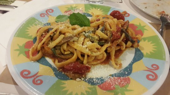 Afragola, Itália: Scialatielli con verdure e caciocavallo podolico