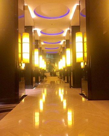 Hotel Indonesia Kempinski: lingkungan kamar di hotel