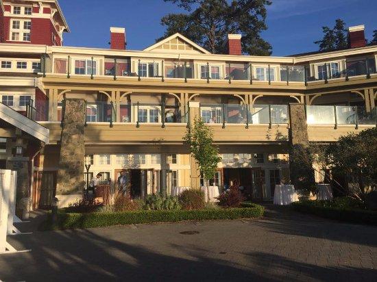 Pender Island, Kanada: The Main Lodge from the patio