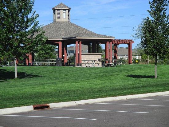 Blaine, MN: Covered picnic area