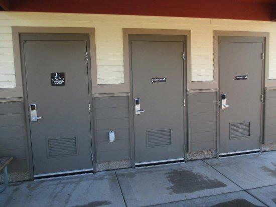 Blaine, MN: lavatory area