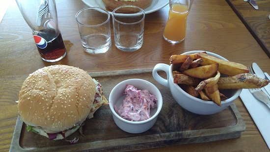 Attleborough, UK: hunters chicken wedges and salad