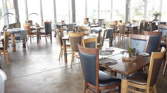 N/a'an ku se Lodge and Wildlife Sanctuary: Restaurant