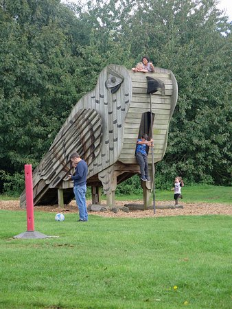Swadlincote, UK: The owl at the children's play area