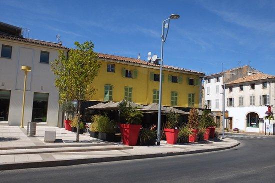Saint-Maximin-la-Sainte-Baume, France: la facade du restaurant