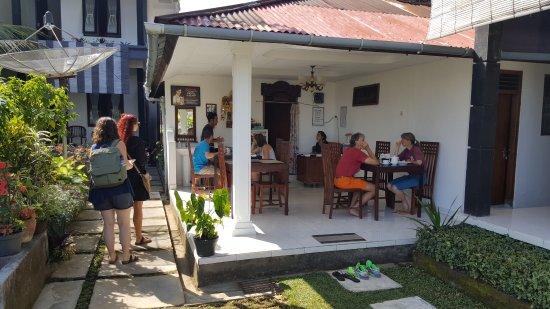 Munduk, อินโดนีเซีย: Morgenmeden nydes i den lille restaaurent
