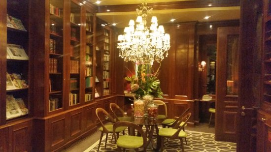Hotel Estherea: 20170916_222026_large.jpg