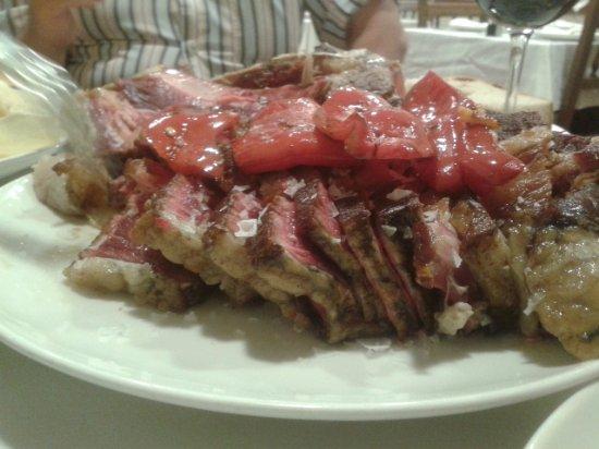 Province of A Coruna, Spanien: Presentación en mesa de Chuletón de vaca vieja (30€/kg)