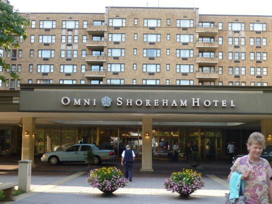 Omni Shoreham Hotel: hotel entrance into lobby