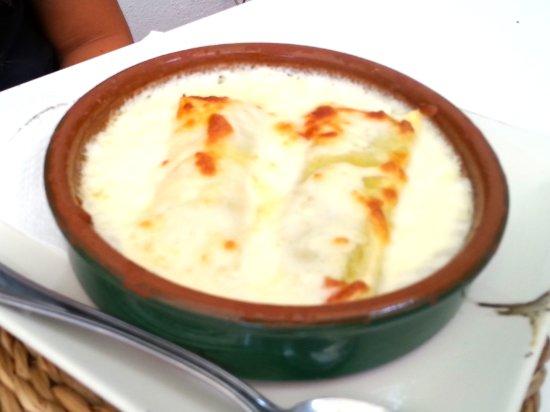 Gata de Gorgos, Ισπανία: Canelones para nuestra hija. De sabor intenso y perfecta elaboración.