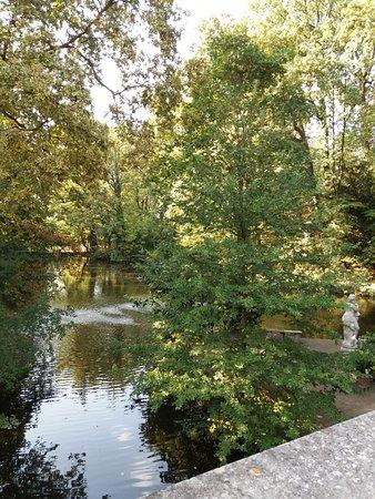 Soragna, Italia: il giardino con il laghetto