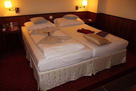 Austria Trend Hotel Schloss Wilhelminenberg Wien: Schlafbereich im Comfort Zimmer.