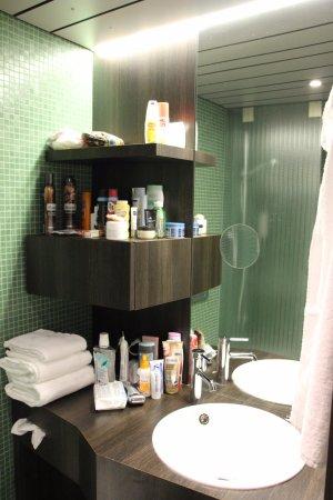 Austria Trend Hotel Schloss Wilhelminenberg Wien: Hier sieht man, wie tief der Schminkspiegel im Hauptspiegel liegt.