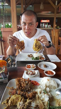 MikeBali Tours - Bali Private Tours and Driver: He loves both the chicken and duck!