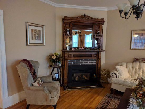 Colby House Bed & Breakfast : Cozy common area.