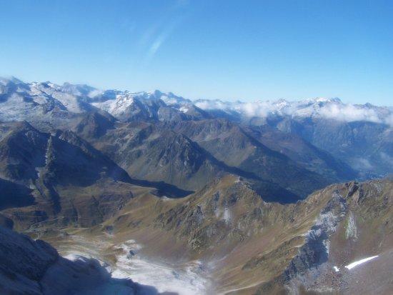 Bagneres-de-Bigorre, Prancis: La vue depuis ma place au RESTO