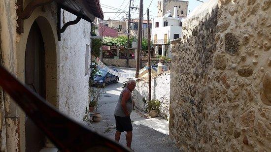 inne i byn Maroulas