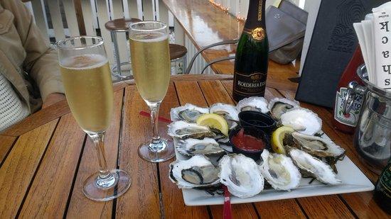 Mac's Shack : Fantastic local oysters