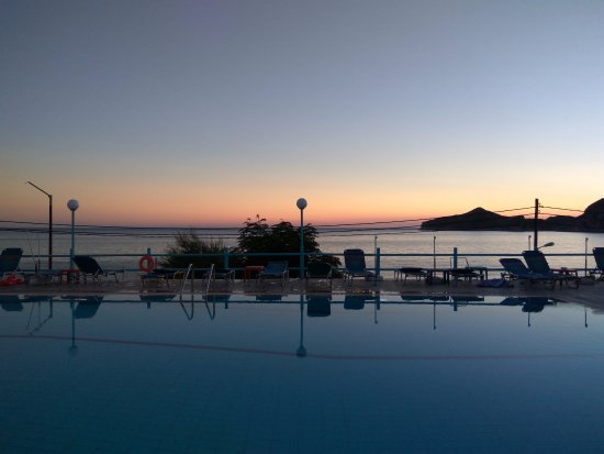 Belle Helene Hotel: Pool in the evening