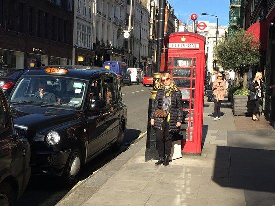 Bond Street : На улице.