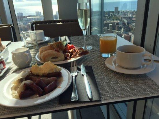 The Level at Melia Barcelona Sky : Breakfast