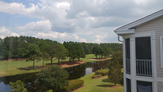Sunset Beach, Kuzey Carolina: View of 7th hole and fairway from the Sunset Village Condos at Sandpiper Bay