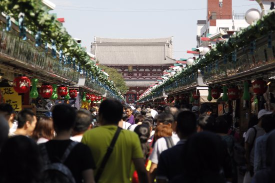 Suginami, Japón: Nekamise Market Street on the way to Senso-ji Temple