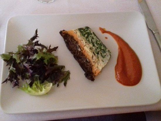 Cadenet, Prancis: ENTRÉE: Crespeou de légumes et son coulis de tomates.