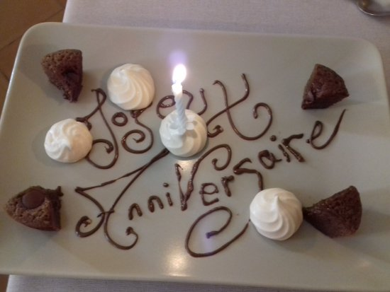Cadenet, France: Touchante attention de la part de la direction pour notre anniversaire