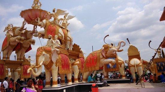 Narmada, Índia: art and carving work..