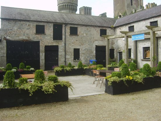 Carlow, Ireland: Cafe and craft shop area